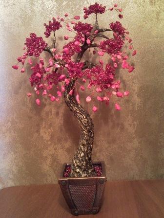 Любовное дерево....высота около 40 см....натуральный камень...бисер...ствол гипс,акрил,горшочек керамика.